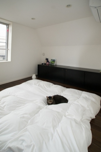 デザイナーズ 住宅 寝室 シンプル モダン