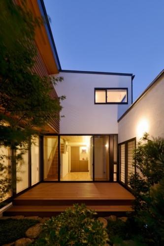 デザイナーズ 住宅 デッキ 中庭 テラス シンプル モダン