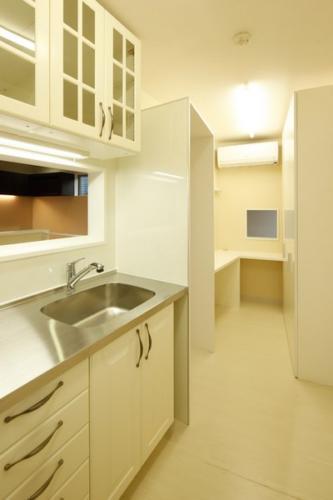 デザイナーズ 住宅 キッチン 家事スペース シンプル モダン