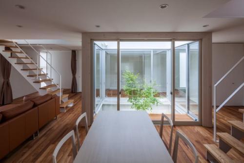 デザイナーズ 住宅 リビング ダイニング 中庭 シンプル モダン 建築家