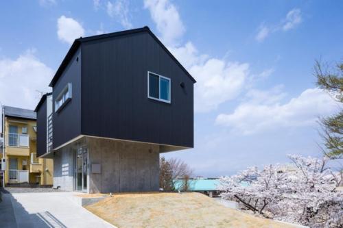 デザイナーズ 住宅 外観 ガルバリウム 波板 コンクリート 打放 外壁 シンプル