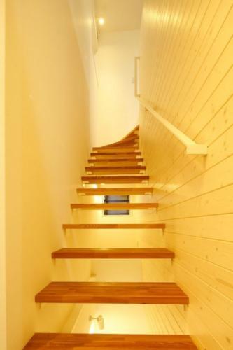 デザイナーズ 住宅 階段   シンプル モダン